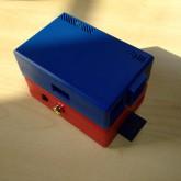 RaspberryPi im ModMyPi Gehäuse in rot und blau