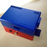 RaspberryPi im ModMyPi Gehäuse in rot und blau Rückseite
